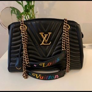 ✨JUST IN✨ LOUIS VUITTON NEW WAVE CHAIN TOTE